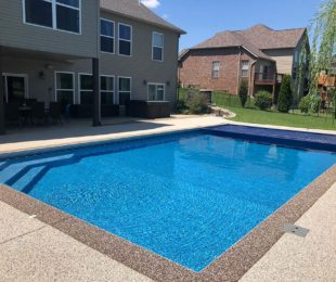Vinyl Pool Rectangle with Auto Cover